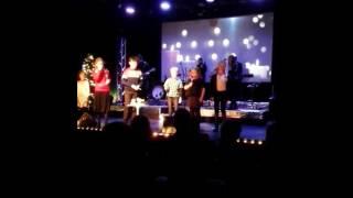 Tenn lys - Julesang - barn synger solo