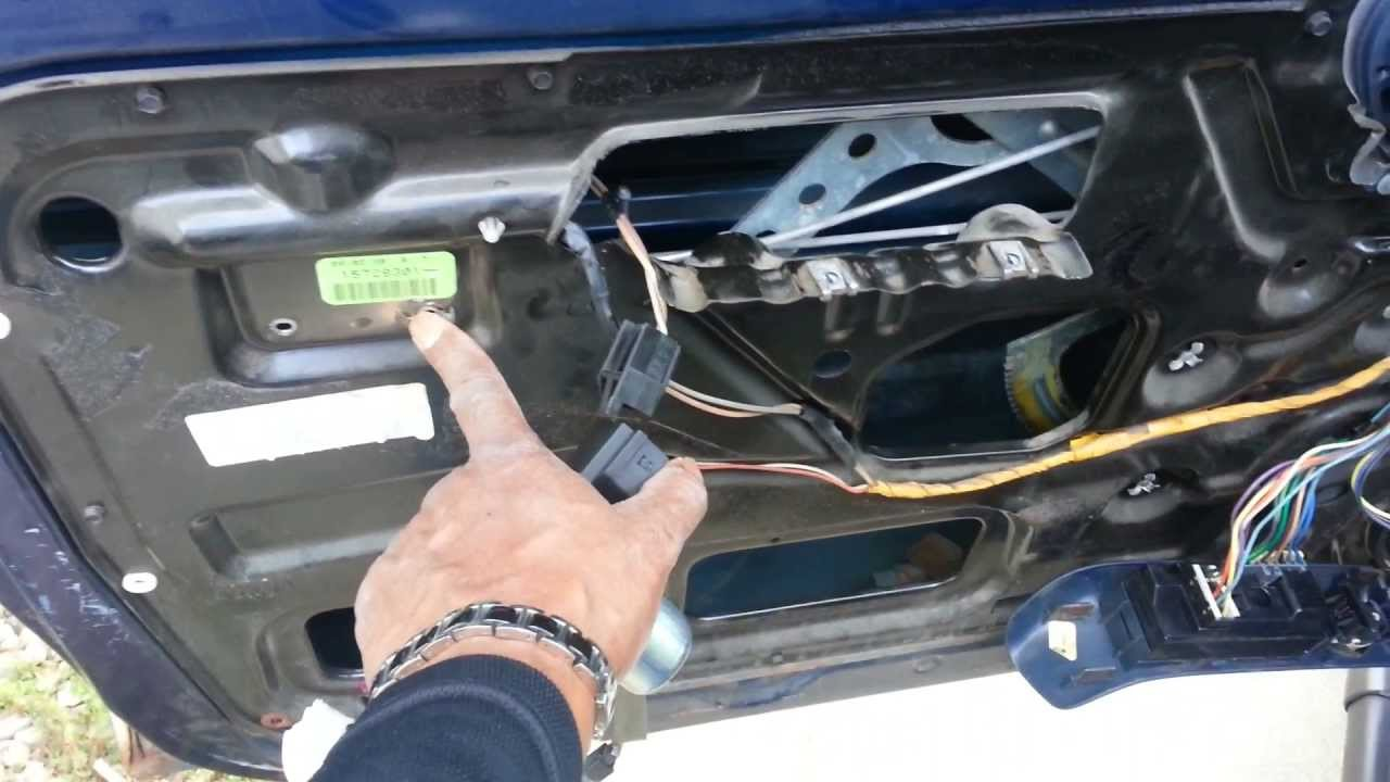 1999 chevy tahoe driver side door handle repair [ 1280 x 720 Pixel ]