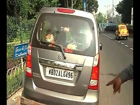A car moved up to pavement in front of Alipore Zoo, driver injured