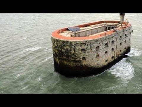 Estructura Bizarra En Medio De Océano Atlántico Tiene 1 Historia Aún Más Extraña