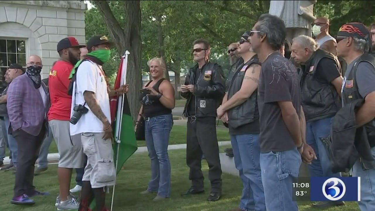 VIDEO: Unexpected showdown between Black lives matter protestors and bikers ends peacefully