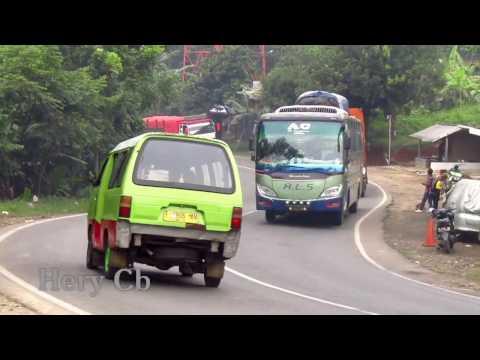 Ala Sumatra Bus ALS-Primajasa lewat tanjakan Wadon mnju Bandung