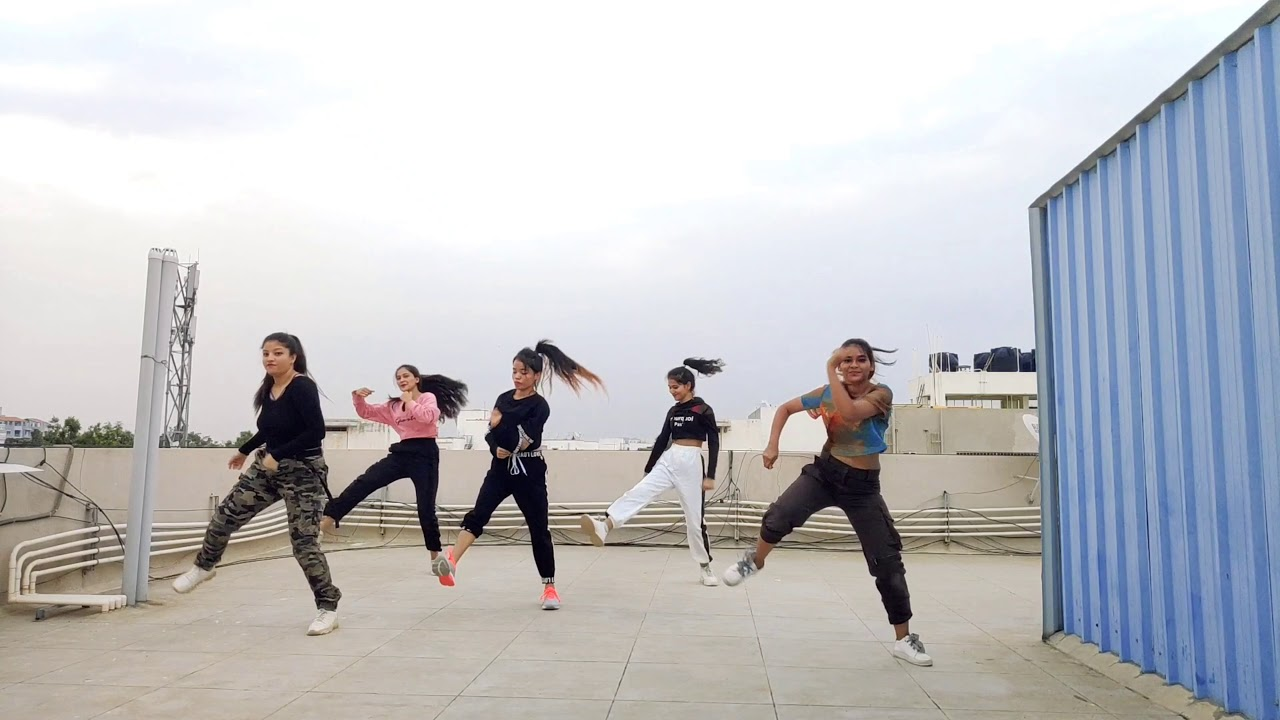 Dance choreography on Taki Taki