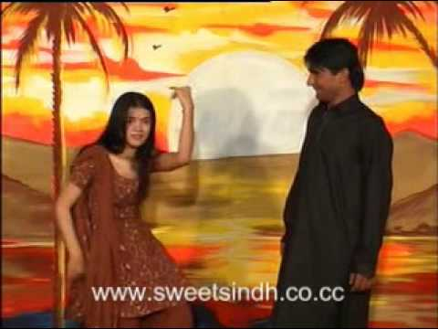 Sindhi dance on Karo wago sono by Farzana Parveen