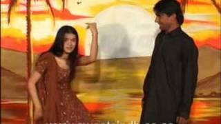 vuclip Sindhi dance on Karo wago sono by Farzana Parveen