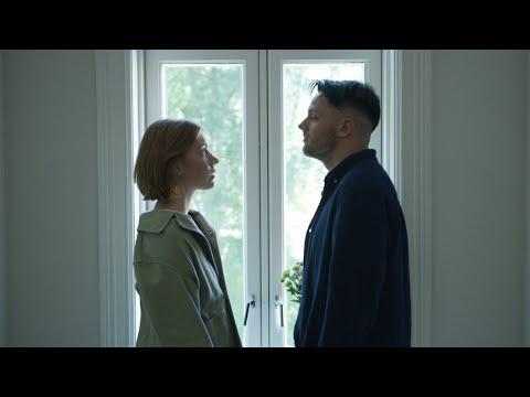 Смотреть клип Sturla & Hanne Mjøen - Kanskje Du Kan Vær Mitt Paradis