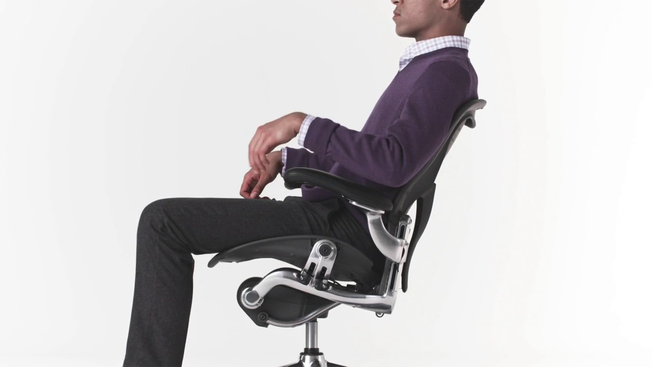 Adjusting Classic Aeron Chair