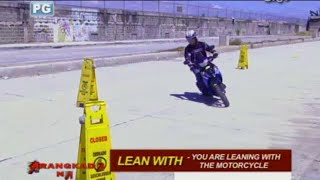Basic leaning postures in motorcycle driving