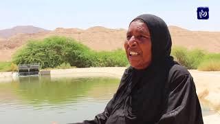 أطفال يطفئون حر أجسادهم بالماء .. فيحرقون قلوب أمهاتهم