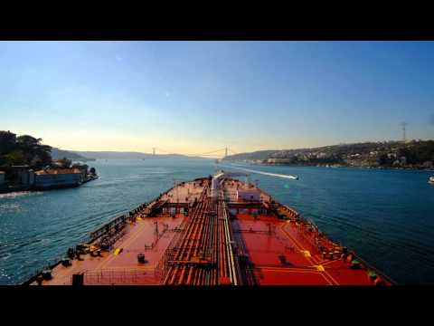 AMAZING! Tanker passing the Strait of Bosphorus in 40 sec! 4k