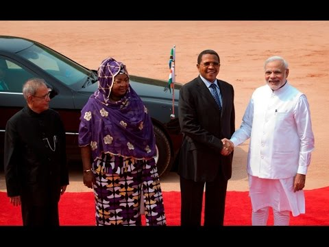Narendra Modi welcomes President Jakaya Kikwete of Tanzania to India