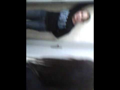 Un bel viDeO nel bagnO della scuOla...cn l\'Ipod xD - YouTube
