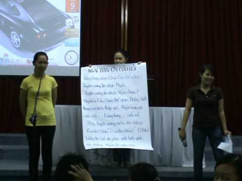 Phương An dạy mẫu môn âm nhạc cho các giáo viên khác trong Ban tổ chức TKH 2011