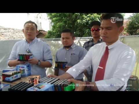 VIDEO Pemusnahan Puluhan Ribu Korek Tokai Palsu yang Diimpor dari China
