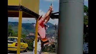 Indignación por ataque a bandera LGBTI izada en el emblemático Pueblito Paisa de Medellín