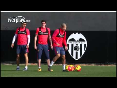 Sofiane Feghouli reprend l'entraînement collectif avec Valencia CF