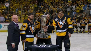 Crosby picks up Prince of Wales Trophy for 2nd straight year