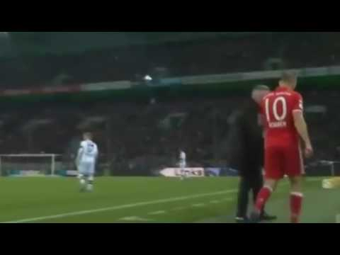 Arjen Robben throws a tantrum for being subbed, teammates laugh at him