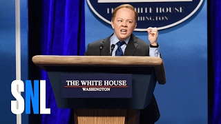 Repeat youtube video Sean Spicer Press Conference (Melissa McCarthy) - SNL