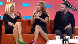 Saba Tümer ve Demet Akalin - Göğüs Ve Bacak Show göt show frikik