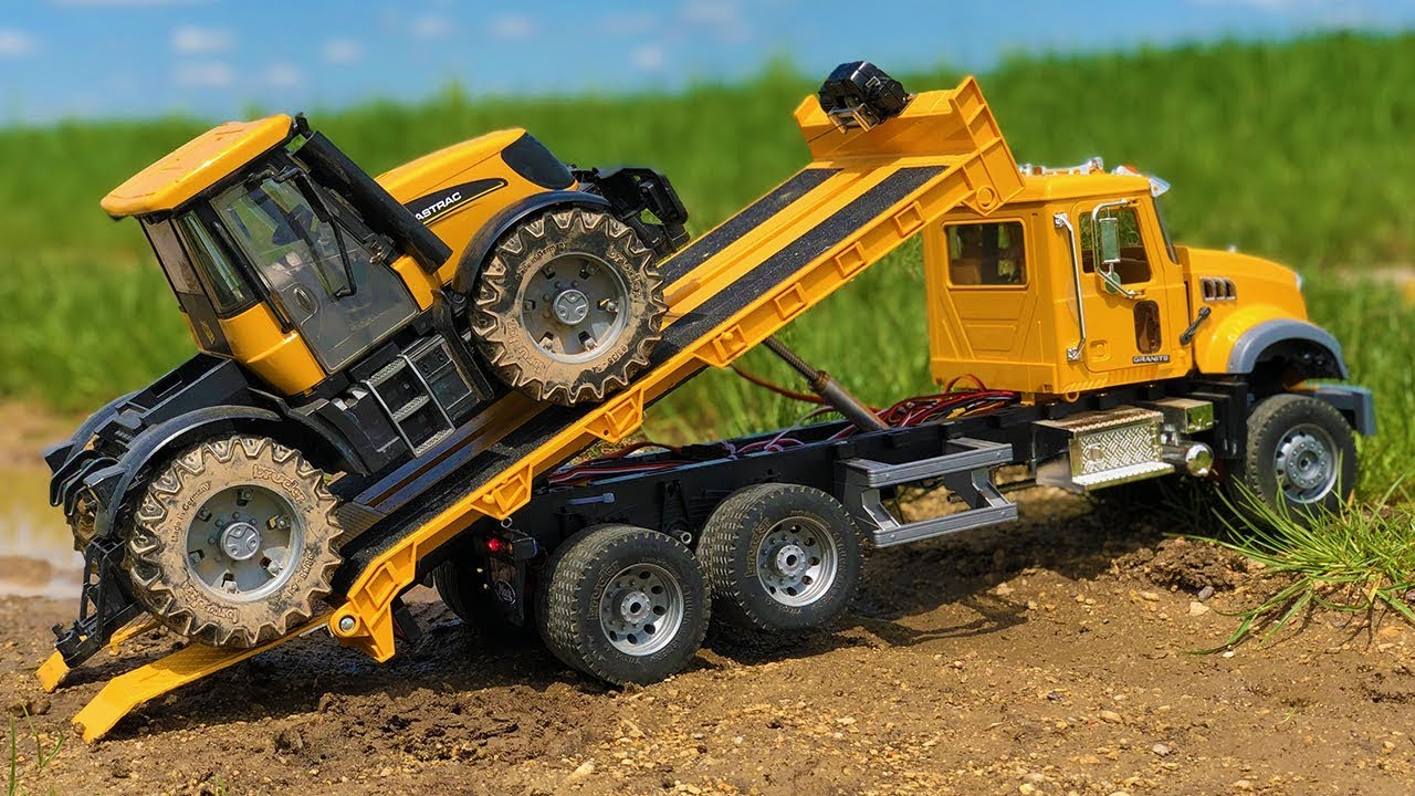 Fantastic Tractor Mud Stuck! Bruder Toys JCB Fastrac in trouble!
