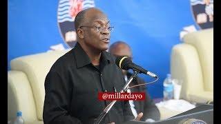 'Wanasema sijui Kiingereza, sasa niliandikaje hizo thesis''-Rais Magufuli