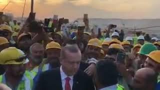 Kuveyt'te Bulunan Erdoğan, Yol Üzerindeki İnşaat Şantiyesinde Türk İşçilerin Yoğun İlgisiyle Karşıla