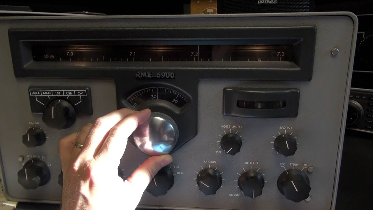 Vintage RME 6900 tube Ham radio shortwave receiver demo