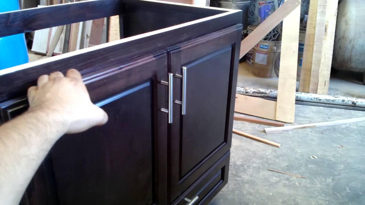 Gabinete fregadero youtube for Muebles de cocina para montar