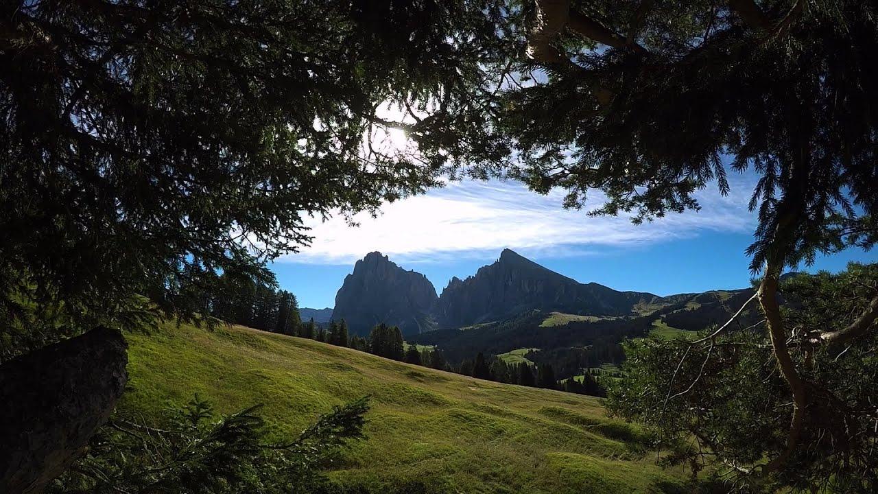 Alpe di siusi e sasso piatto - panorami e sentieri di montagna