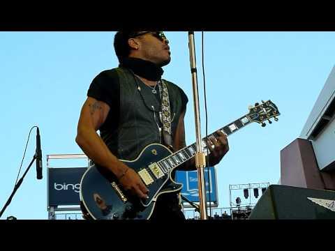 "Lenny Kravitz - ""American Woman"" - ""Fly Away"" - ""R U gonna go my Way"" (live) - Seattle, WA"