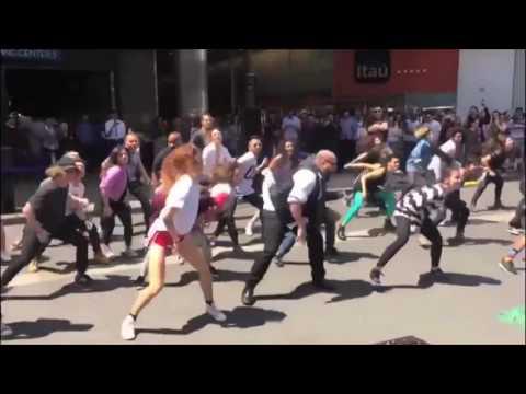 Flash Mob do TIAGO ABRAVANEL na Avenida Paulista