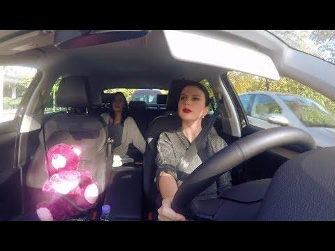 """""""Mos i fol shoferit"""" - Ana Lika në taksinë e Rudina Dembacaj"""