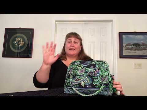 what's-in-my-bag-—-vera-bradley-bowler-(blue-rhapsody)