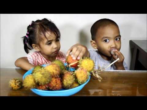 Makan Buah Rambutan
