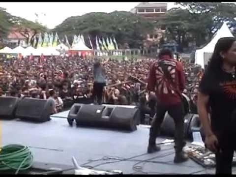 Koil - Nyanyikan Lagu Perang - Live Saparua 2010