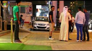 شاهد عراقي يضرب كويتي في كربلاء تجربة اجتماعية #20 #رعد الحيدري