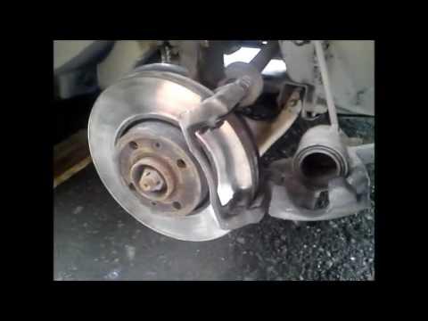 Замена передних тормозных колодок Nissan Almera G15