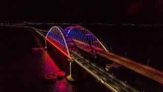 Крымский мост засветился цветами российского триколора