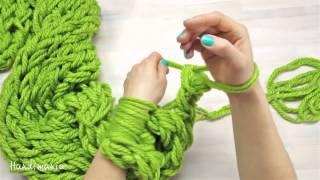 Мастер-класс! Как связать рукой стильный шарф за 30 минут!(Совсем недавно мы публиковали на страничках в социальных сетях фотографию-коллаж состоящую из 6 фото, и..., 2015-01-11T22:39:17.000Z)
