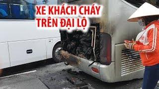Xe khách bất ngờ nổ lốp rồi cháy kinh hoàng trên đại lộ Mai Chí Thọ