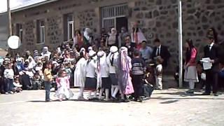 Kars Armutlu köyü 2. sınıf   öğrencilerinin yalancı çoban adlı 23 Nisan gösterisi
