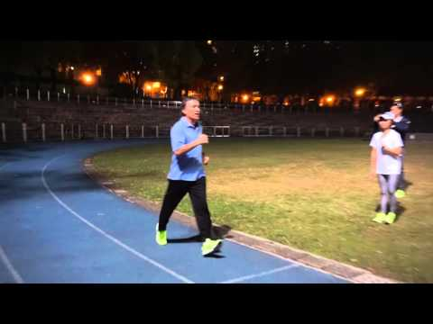 Danny Dreyer demontrates the use of Dan Tian in the Running Posture of Chi Running