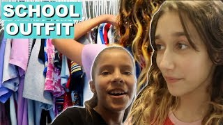 MY FRIENDS PICK MY OUTFIT FOR SCHOOL  .  VLOG #234