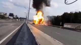 ガスボンベを積んだトラックが事故を起こして大爆発 シエスパ 検索動画 29
