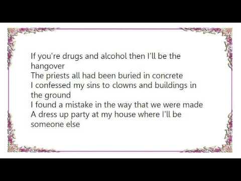 Kisschasy - Tiny Plastic Cup Lyrics