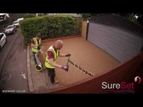 Using a hover trowel for resin bound paving