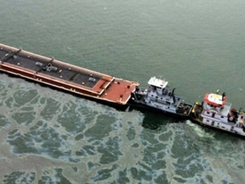 Download Texas oil spill: 60 boats trapped as barge leaks into busy channel