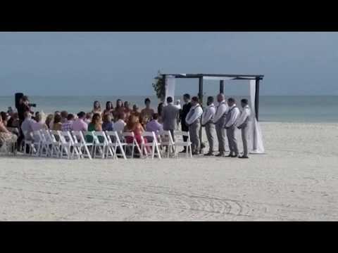 Свадьба на пляже у океана. Белое платье, Белый песок, яркое солнце и бирюзовый океан.