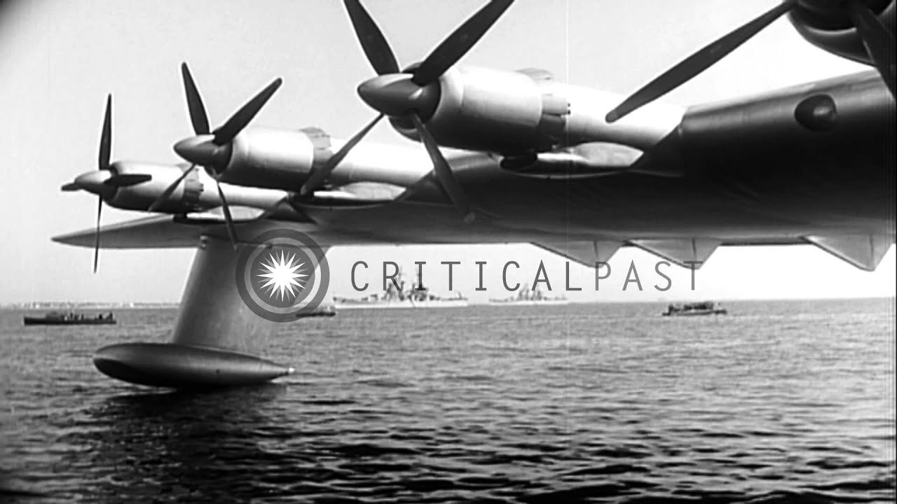 "Hughes H-4 Hercules (""Spruce Goose"") during a test flight in United ..."